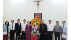 Party official extends Easter greetings to Hanoi Archdiocese