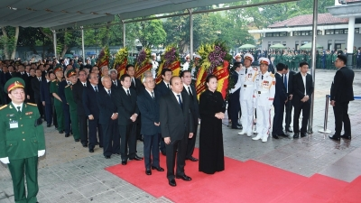 April 29 - May 5: Memorial service held for former President Le Duc Anh