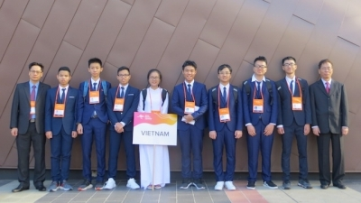 Vietnamese students shine at 2019 Asian Physics Olympiad
