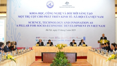 PM urges boosting science-technology and innovation for Vietnam's development