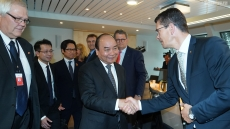 PM Nguyen Xuan Phuc receives leaders of Norwegian groups