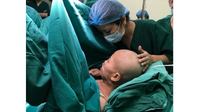 A touching C-section for pregnant woman with terminal cancer