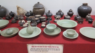 Exhibition unveils artifacts found in ancient shipwrecks along the coast of Vietnam