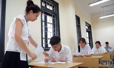 Students enter first day of national high school exam 2019