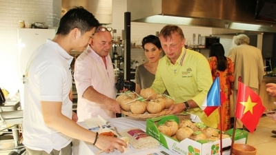 Promoting Vietnamese agricultural products in France