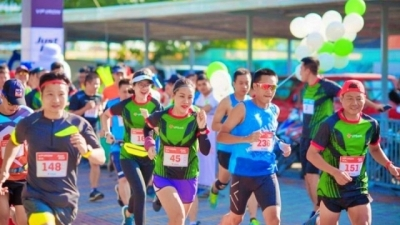 More than 5,000 runners compete in Hanoi Marathon - Heritage Race 2019
