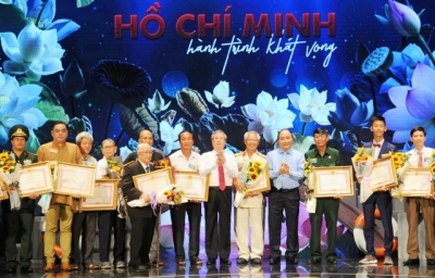 Exemplary followers of President Ho Chi Minh's teachings honoured