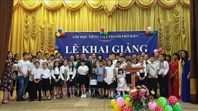 Vietnamese language class in Ukraine opens new school year