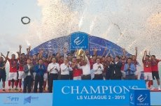 Hong Linh Ha Tinh officially lift First Division trophy