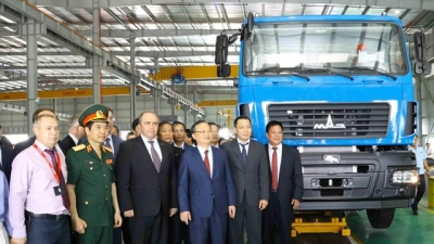 Belarusian Deputy PM witnesses inauguration of Maz Asia auto plant in Hung Yen