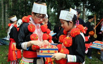 Decoration art in traditional costume of Red Dao people recognised as national heritage