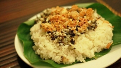 Steam glutinous rice with ant egg: A speciality of Tay ethnic people