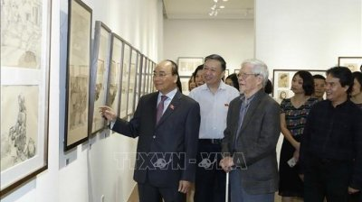 Prime Minister visits painting exhibition of People's Artist Ngo Manh Lan