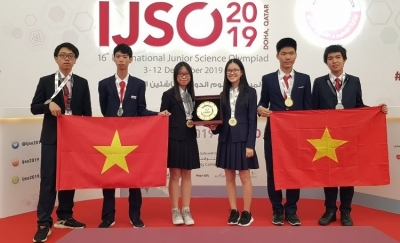 Vietnamese students win three golds at International Junior Science Olympiad
