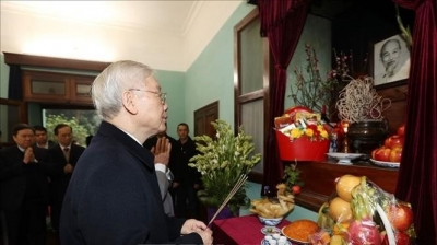 January 27- February 2: Top leader offers incense to President Ho Chi Minh