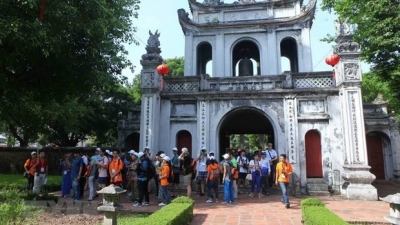 Hanoi welcomes five groups of Japanese tourists