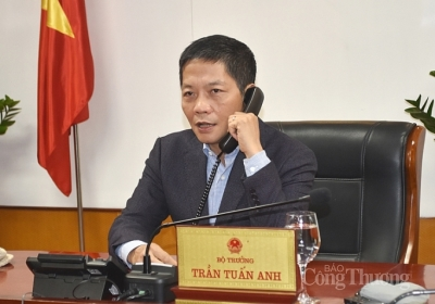 Minister holds phone talks with leader of Chinese region