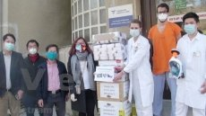 Vietnamese donate thousands of protective medical items to Czech hospitals