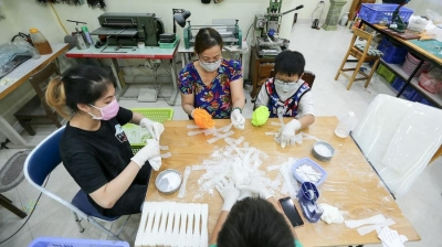 Charity group produces ear guards for medical staff