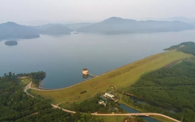 Ke Go Lake, a charming green oasis in the land of Ha Tinh