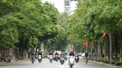 Hanoi's life back to normal after social distancing order eased