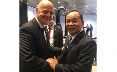 FIFA president lauds Vietnamese football for joint efforts in containing COVID-19