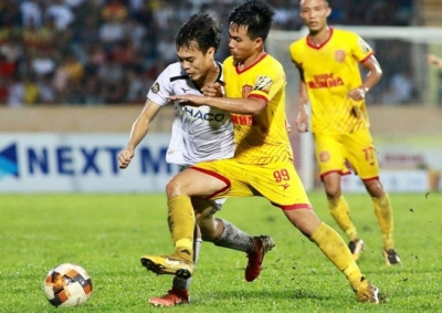Vietnam first in the world to resume normal football events