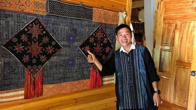 Young H'mong man opens homestay in Lao Cai