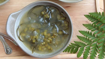 Seaweed sweet soup - a cure for the summer heat