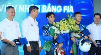 32 Vietnamese racing drivers receive licences