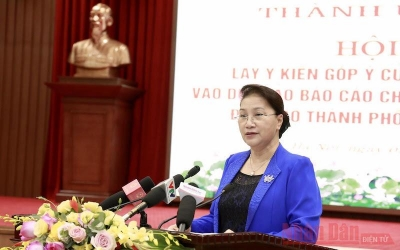 Top legislator makes suggestions to Hanoi's draft political report