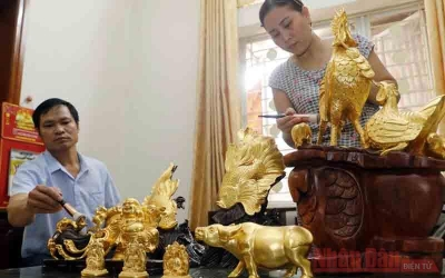 Time-honoured craft of gold laminating in Kieu Ky village