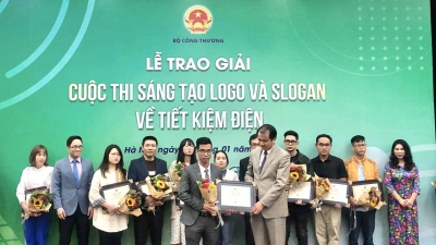Winners of logo and slogan design contest on power saving honoured