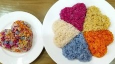Xoi Ngu Sac (five-coloured steamed glutinous rice)