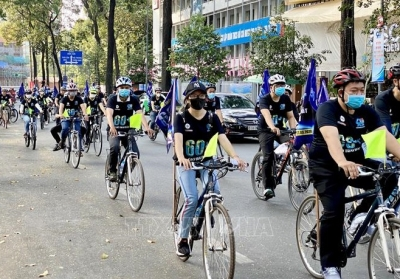Ho Chi Minh City: Hundreds cycle to respond to Earth Hour
