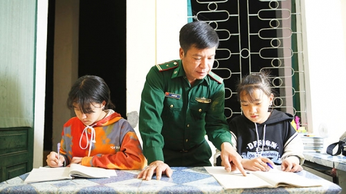 Ha Giang Province's border guards adopt homeless children