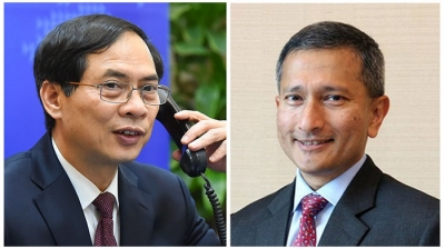 Vietnamese, Singaporean Foreign Ministers hold phone talks