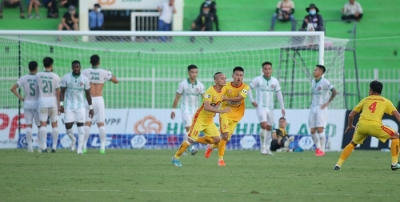Quoc Phuong's set-piece goal lifts Thanh Hoa FC to fifth