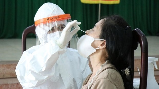 Vietnam sees record daily rise with 6,194 new COVID-19 cases