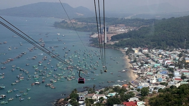 The cable car system, invested in by Sun Group, is the world's longest sea cable car route. | nhandan.com.vn