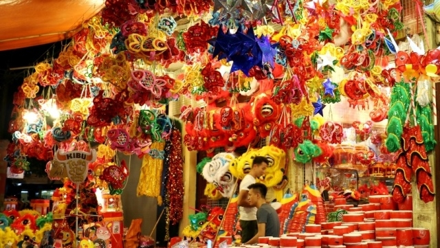 Colourful lanterns to cast glow around Hoan Kiem Lake at Mid