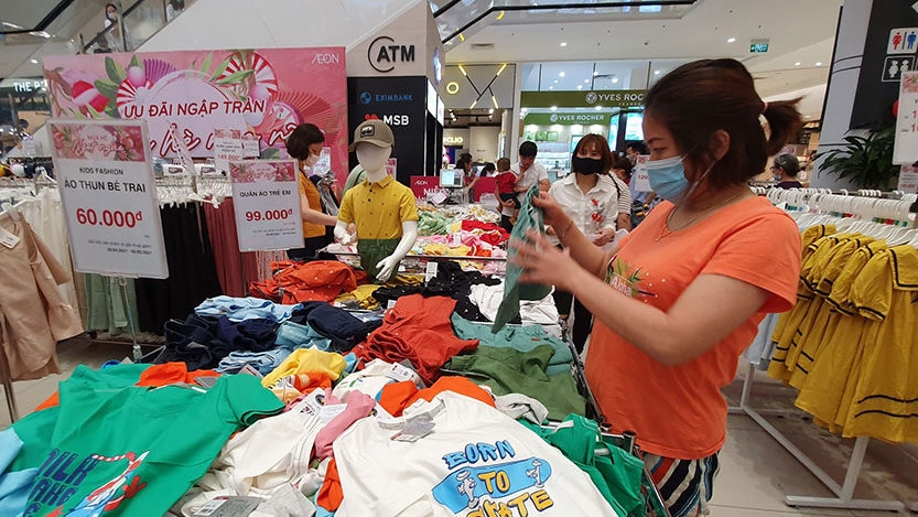 Total retail sales of goods and services up nearly 31% in April