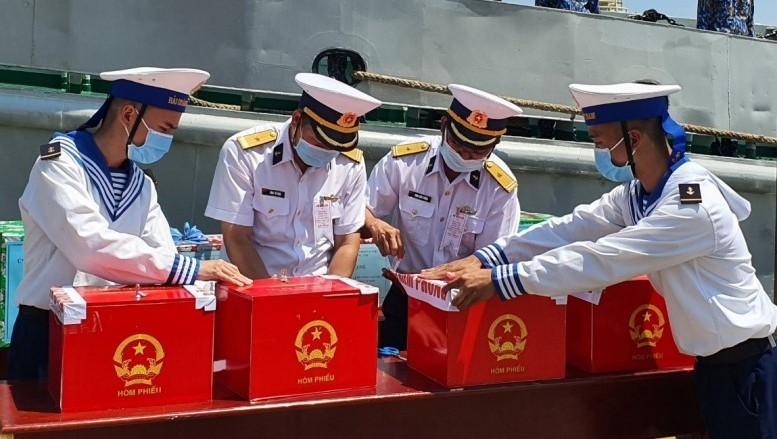 Early voting held for soldiers and fishermen in Ba Ria - Vung Tau
