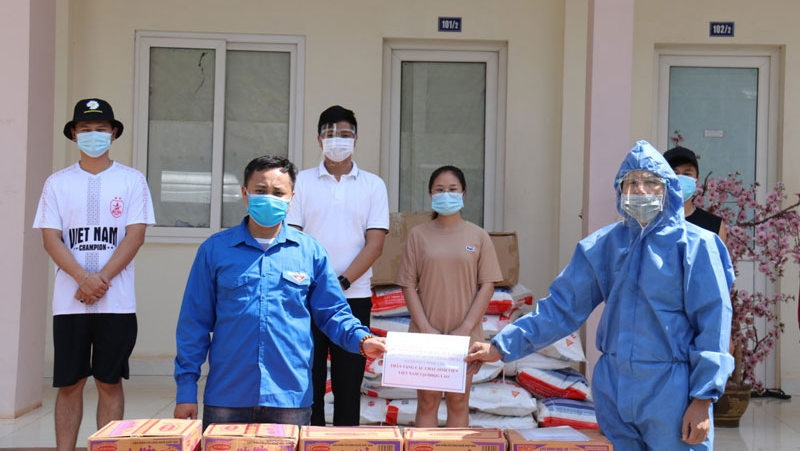 Vietnamese students in Laos get support amid COVID-19