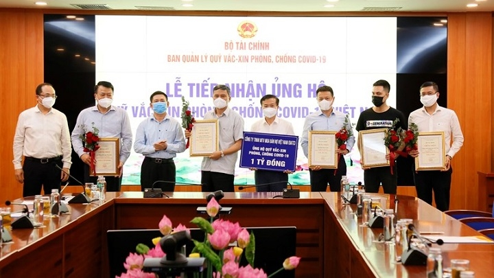 Finance Ministry raises over VND320 billion for COVID-19 vaccine fund